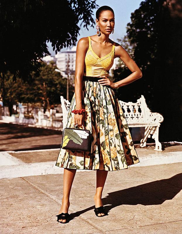 Adriana-Lima-Joan-Smalls-Viva-Cuba-Famost-009