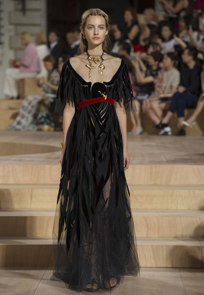 Valentino-Couture-Toamna-Iarna-2015-2016-015