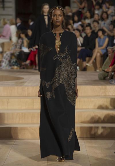 Valentino-Couture-Toamna-Iarna-2015-2016-016