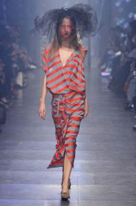tendinte-vestimentare-femei-Vivienne-Westwood-primavara-vara-2016-011