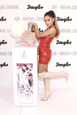 Parfum-de-debut-ARI-by-ARIANA-GRANDE-de-Ariana-Grande-003