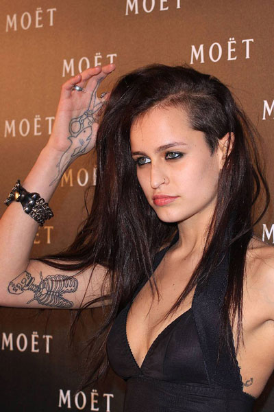 modele-de-top-unice-Alice-Dellal