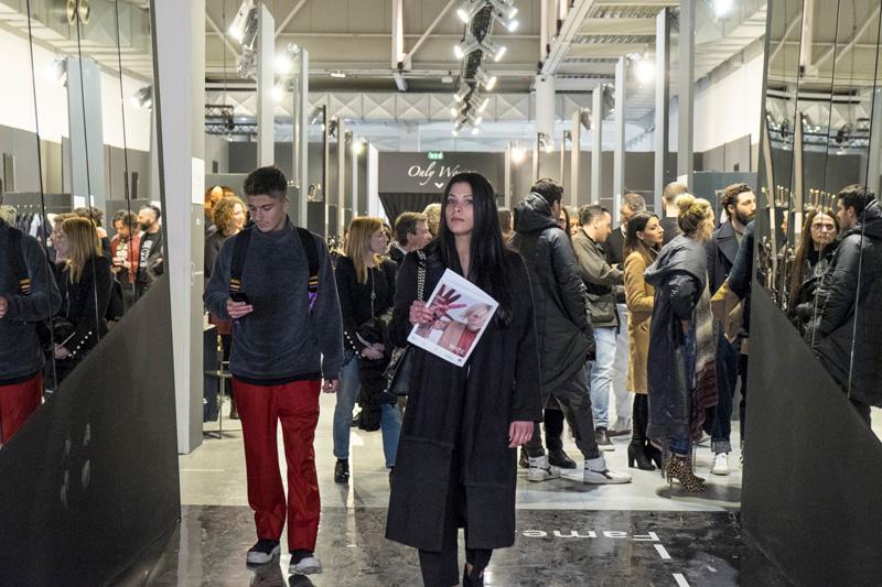 Sub eticheta calitatii, editia din 13-15 ianuarie 2018 aWHITE MAN & WOMAN desfasurata in Tortona Fashion District a aratat prin numarul prezentei internationale la acest eveniment, faptul ca totul este concentrat pe calitatea propunerilor si a cumparatorilor.
