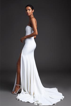 Aceasta este una din cele mai sexi tendinte rochii de mireasa 2020 in care mireasa vrea sa arate in mod discret putina piele.