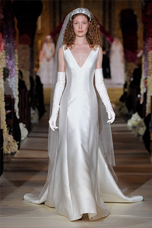 Una din cele mai fermecatoare tendinte rochii de mireasa 2020, sunt cele care ne aduc aminte de farmecul inegalabil regasit la Hollywood cu multi ani in urma.