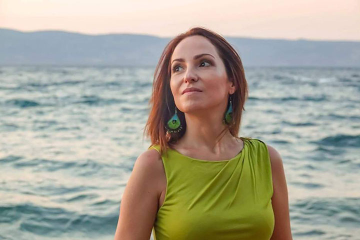 "Dupa ce a debutat cu volumul ""Doruri soptite"", in 2016, Ana Kos a continuat cu gruparea lirica ""Amintiri din LiubliAna"" in 2018."