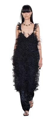 Rochiile cu pene reprezinta una dintre cele mai apreciate tendinte 2020 pentru imbracamintea de seara.