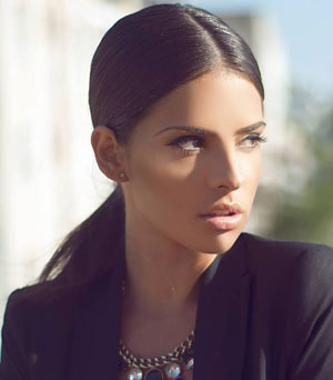 "Mellina fost nominalizata pentru Best New Artist si Best Female Act 2013 Romanian Top Music Awards si in anul 2014 a castigat premiul ""Strongest Message"" din cadrul Romanian Music Awards 2014."