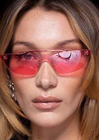 2020 ne ofera de toate, de la ostentativ si supradimensionat, pana la forme alungite si forme dragute, cele din urma fiind bine reprezentate de culoarea roz.