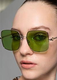 O forma a ochelarilor care nu putea sa lipseasca din principalele tendinte ochelari de soare 2020 - forma patratoasa.