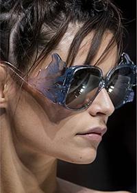 Modele neobisnuite dar adorabile, feminine si jucause - formeaza una din cele mai dragute tendinte ochelari de soare 2020.