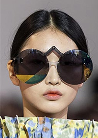 Ochelarii de soare rotunzi supradimensionati se afla printre principalele tendinte ochelari de soare 2020.