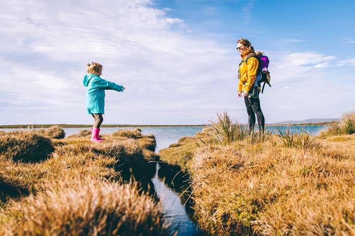 daca iti doresti ce e mai bun pentru copii, trebuie sa stii ca sunt indicate plimbarile in familie, incurajarea pentru sport,