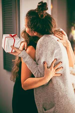poti oferi cele mai pretioase si reale daruri pentru copilul tau, care la randul lor emana bucurie si fericire totala!