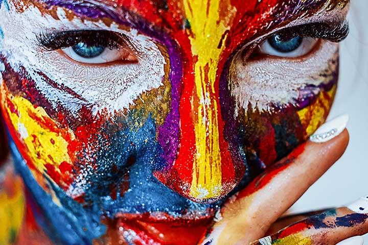 Cand ne gandim la o minte creativa, gandul ni se duce la ceva care are legatura cu actul artistic, pictura, poezie, cantat la un instrument.