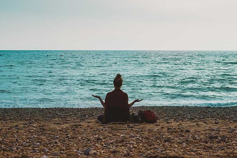 Pauzele, aceste mici momente, te vor ajuta sa iti reechilibrezi nivelul de stres si sa ramai in prim planul a tot ceea ce faci.