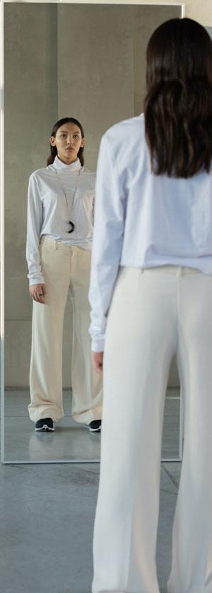 Este esential sa alegem pantalonii in functie de silueta, deoarece cu ajutorul formei lor, putem sa ne ascundem micile imperfectiuni sau sa ne scoatem in evidenta formele.