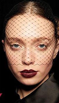 Una din tendintele makeup 2020 2021 care este de cateva sezoane in centrul atentiei este aceea a buzelor muscate, gratie tendintelor ascendentele ale K-beauty