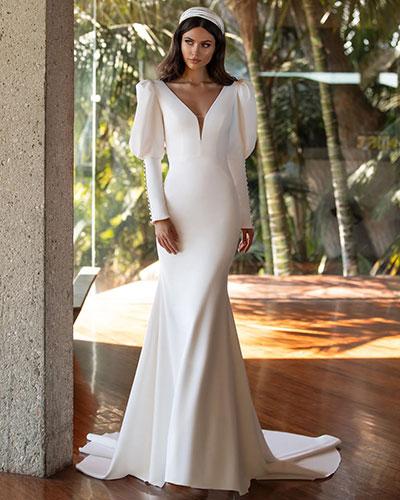 Una dintre cele mai importante rochii mireasa 2021 scot in evidenta manecile, anumite case de moda acordandu-le o atentie speciala.