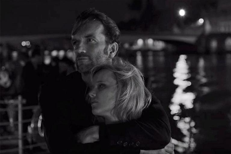 Cold War, in regia lui Pawel Pawlikowski spune povestea tumultoasa de dragoste a unui compozitor de muzica si cantareata sa.