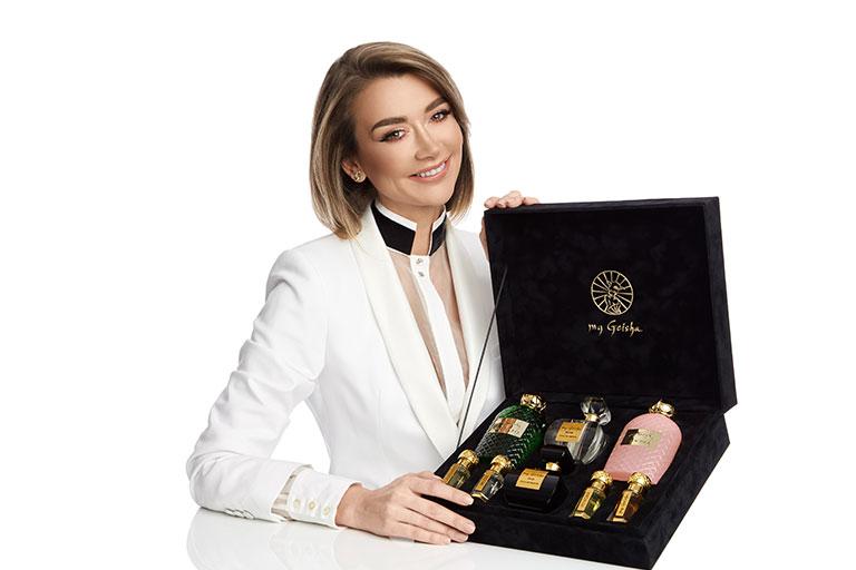 Denisa Tanase, a descoperit multe elemente comune intre muzica si parfumuri, si mai mult decat atat reteta succesului in ambele cazuri.