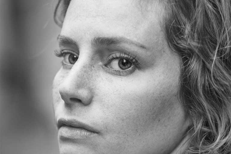 Ochii uscati sunt mai frecventi la persoanele in varsta datorita schimbarilor hormonale si in mod special persoanelor cu sindromul Sjogren, care usuca membrana mucoasa.