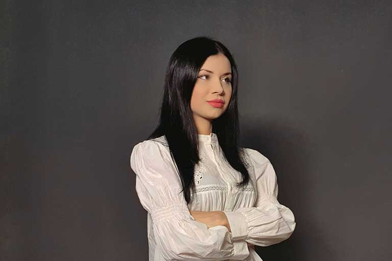 Ana Maria Ducuta si-a inceput cariera la varsta de sapte ani cand era singurul copil din Romania angajat a unui post de radio.