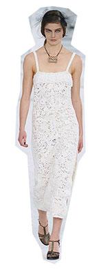 Acestea doua, fie impreuna sau separat, reprezinta cele mai delicate si feminine tendinte moda primavara vara 2021.