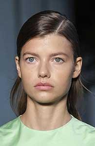 Au fost vazute multe astfel de aranjari a parului, dar doar cateva au iesit in evidenta dintre cele mai importante tendinte hairstyle 2021.
