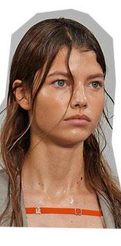 Una dintre cele mai intalnite tendinte makeup 2021 poate fi abordata in mai multe moduri si cea mai simpla este sa sari cam peste tot ce inseamna machiaj traditional si doar sa folosesti corectorul acolo unde este necesar; pielea sa fie vizibila!