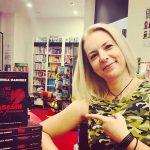 Monica Ramirez a locuit in SUA, unde a publicat noua romane. Bucuresteanca, absolventa a Belford University din California