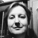 Diana Alzner este o scriitoare de science fiction, un om talentat si pasionat, simplitatea si modestia fiind calitati de baza, iar cartile scrise de ea reprezentand in mod natural o completare a iubirii de lectura,