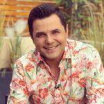 Gabriel Coveseanu, cunoscut publicului mai mult dupa apelativul Cove, este un indragit prezentator Tv.