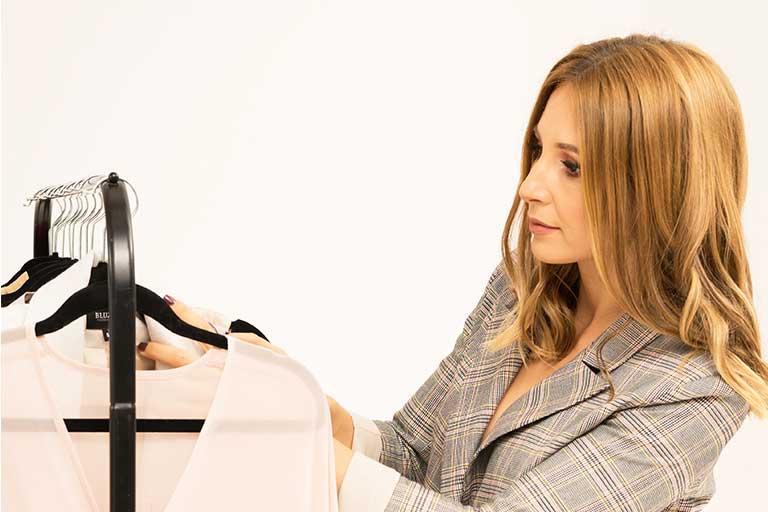 Bun gasit, Ruxandra Antochi! Ne bucuram sa te avem alaturi de noi, aici, sa ne vorbeste despre Bluzat si moda.