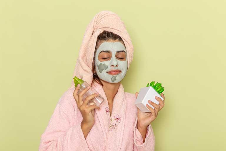 Importanta ingredientelor din produsele cosmetice este din ce in ce mai adusa in prim plan, fiind intr-o perioada in care ne dorim sa aratam mai bine.