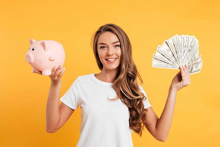 Banii in 2021 reprezinta pentru multi un subiect destul de delicat, avand in vederea situatia actuala si o reintoarcere timida spre normalitate.