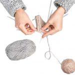 Tricotatul este cel mai bun hobby care iti reduce ritmul cardiac, un indicator al stresului, situandu-se in varful clasamentului a primelor 20 de activitati care ajuta ritmul cardiac.