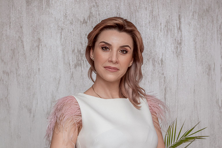 Adriana Ivan este un antreprenor modern, adaptabil cerintelor si tendintelor actuale, care reuseste sa depaseasca cu usurinta (aparent) aproape orice obstacol.