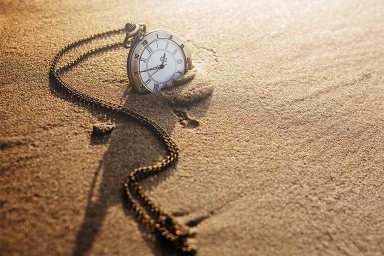Timpul trece repede, mai ales pe masura ce te maturizezi; majoritatea experimentam astfel de momente, dar de ce se intampla acest lucru si ce explicatii sunt?