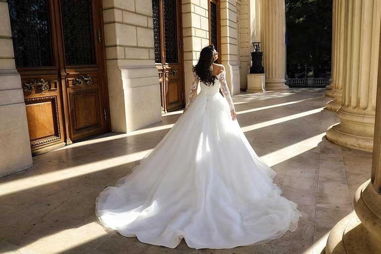 Aryanna Karen este brandul creat in 2014 de Ana Maria Lungu, designer de moda din Romania specializat in crearea rochiilor de mireasa,