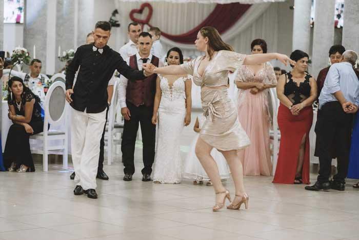 O coregrafie Julius&Katy pentru Dansul Mirilor incepe cu minim o luna si jumatate inainte de nunta.