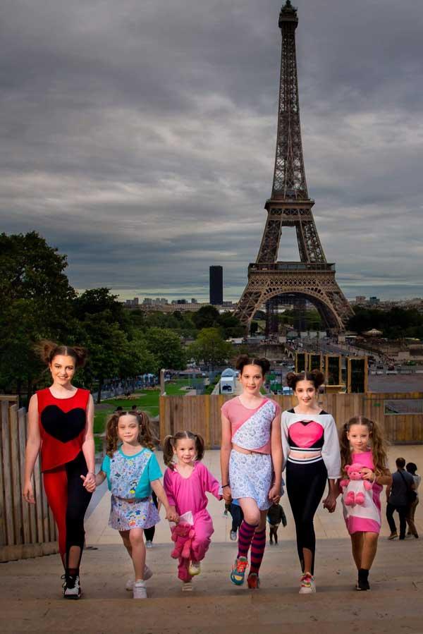 Dupa un prim mare succes, Sara  Anastasia Buzdun si mentorul ei Nicoleta Marin au lansat Sarah X Teddy Bear, o colectie la moda, plina de culoare si veselie.