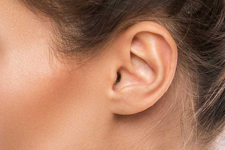 Pierderea auzului este de cele mai multe ori treptata si e posibil sa nu fie ceva vizibil; poti nici sa nu realizezi asta, iar cauzele pot fi multiple.