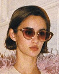 Una din cele mai feminine tendinte ochelari de soare 2021 2022,.