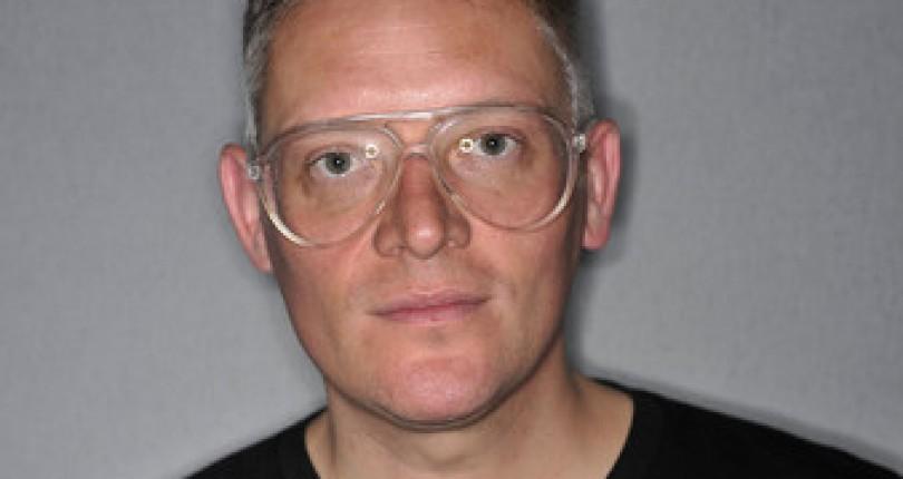 """Giles Deacon – Designerul de Moda cu """"Mentalitate Estetica"""""""