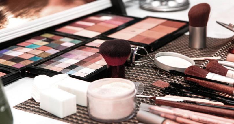 Produse cosmetice expirate. De ce nu trebuie sa folosim produse cosmetice expirate si ce trebuie sa stim