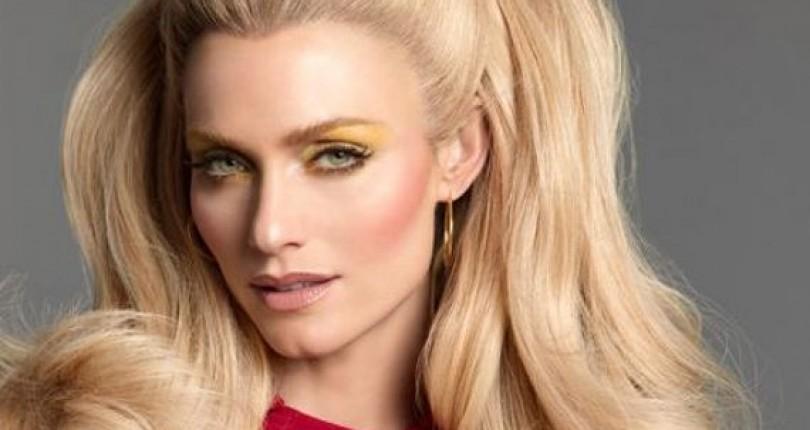 Amber Valletta – Un Top Model Care A Defilat Pentru Cele Mai Mari Nume