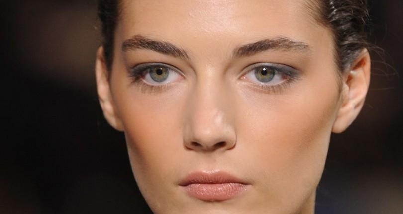 O Mare Admiratoare a Creatiilor Elie Saab: Supermodelul Katryn Kruger